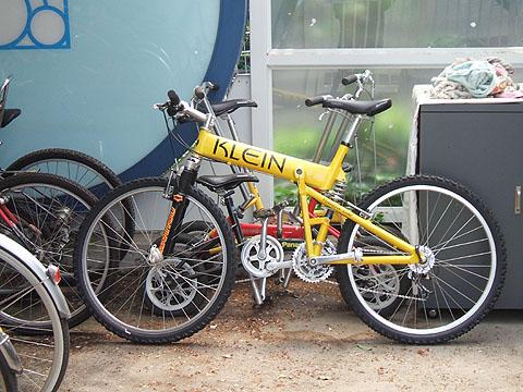 レンタル自転車置き場にロデオ ...